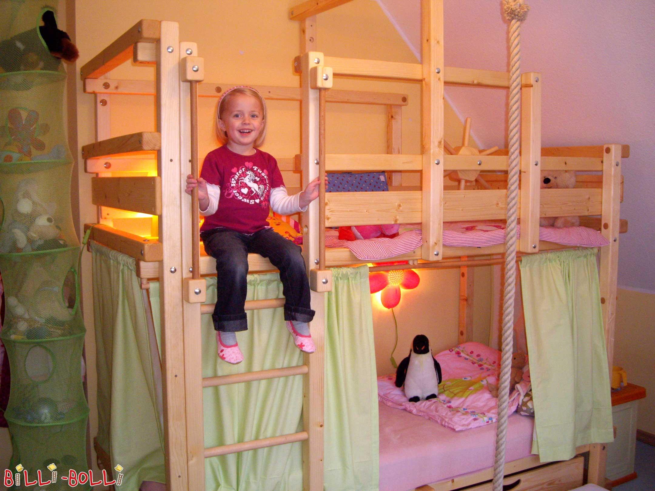 Etagenbett Seitlich Versetzt : Etagenbett billi bolli kindermöbel