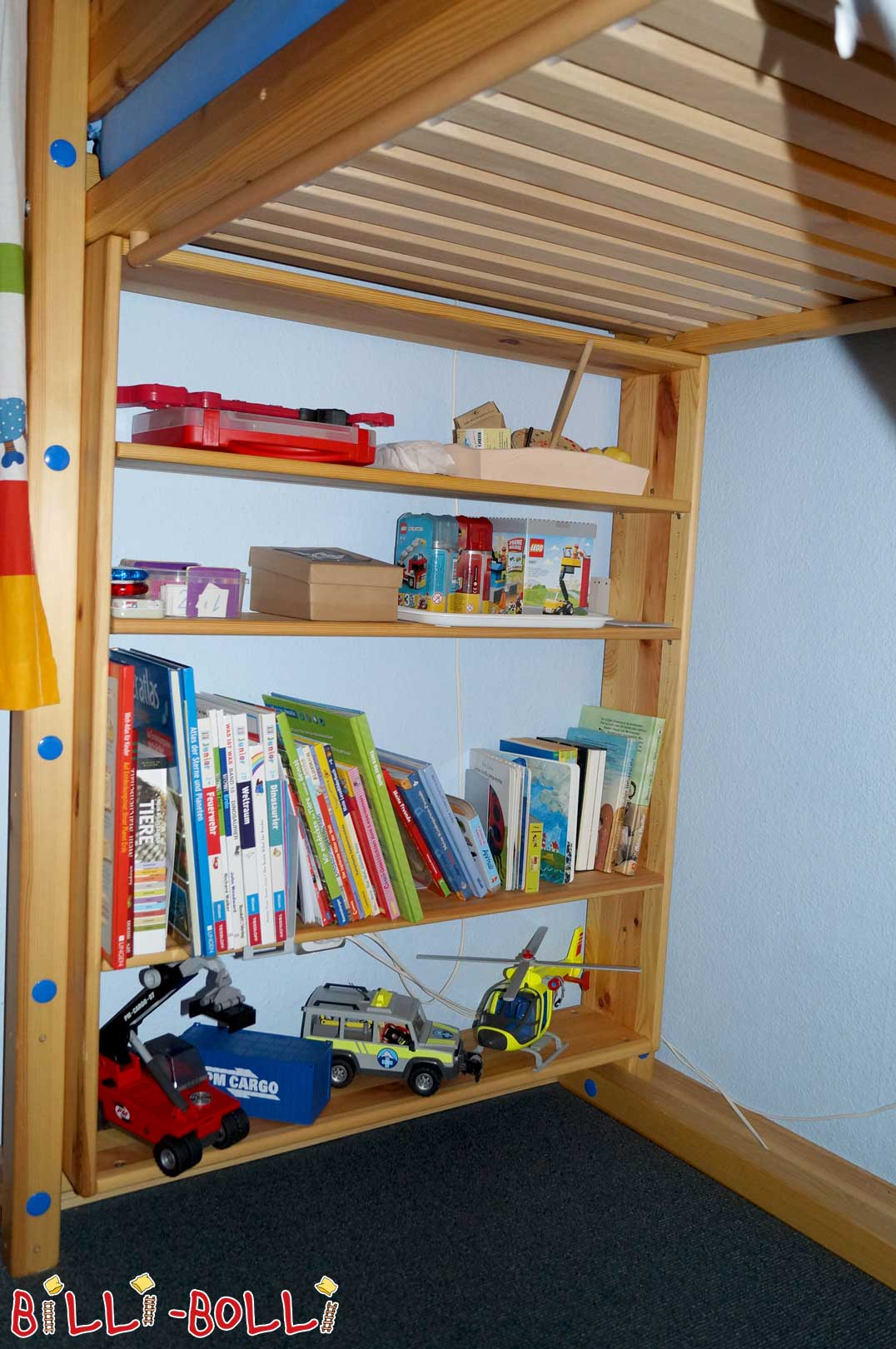 Regale, Ablagen und Schreibplatte für unsere Kinderbetten