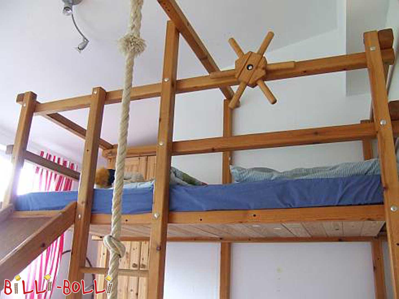 ... genutztes Gullibo Piraten Etagen Bett, mit folgender Ausstattung an